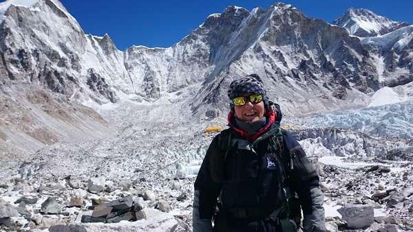 Malgré l'oxygène qui se fait rare en altitude, Nicole Lapointe garde le sourire!