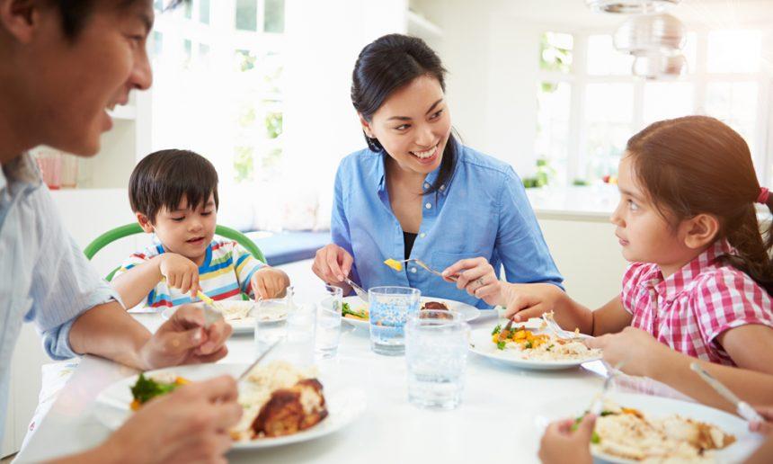 Manger en famille a de nombreux avantages | Blogue de la Fondation OLO