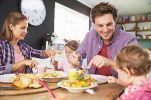 Le rôle des parents et des enfants lors des repas familiaux | Fondation OLO