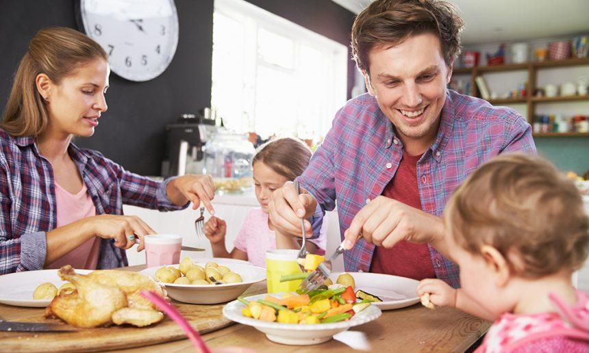 Le rôle des parents et des enfants lors des repas familiaux   Fondation OLO