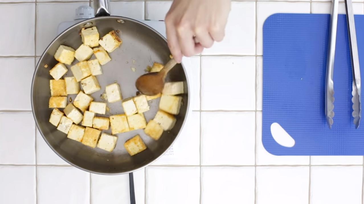 Comment cuire et donner du goût au tofu - Cuire le tofu