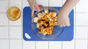 Comment cuire et donner du goût au tofu - Mariner le tofu