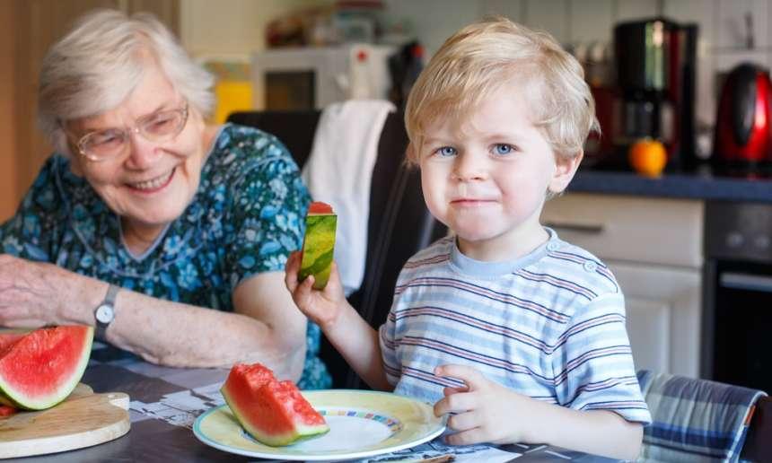 Fondation OLO | Manger sainement à l'extérieur avec la famille et les amis