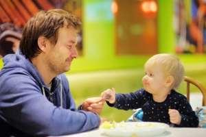 Crises pendant les repas - privilégiez le renforcement positif | Fondation Olo