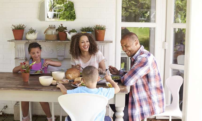 Fondation Olo | 13 façons d'être un bon modèle au moment des repas